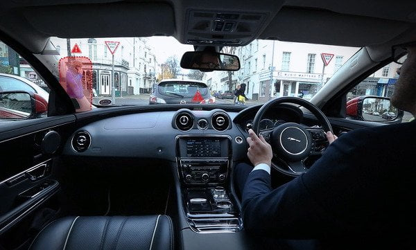 jaguar-landrover-360-virtual-urban-windscreen