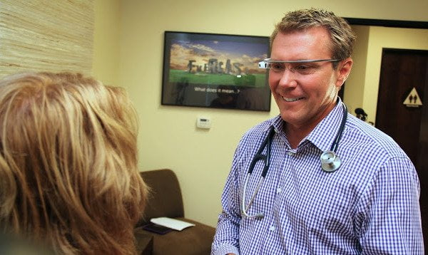 augmetix-google-glass-doctor-patient-2