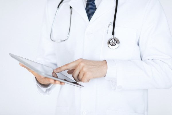 sante-connectee-medecin-ipad