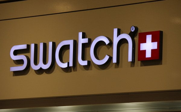 swatch-store-smartwatch-touch