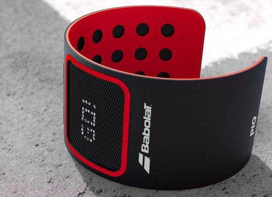 BABOLAT-PIQ-TENNIS-wristband on court