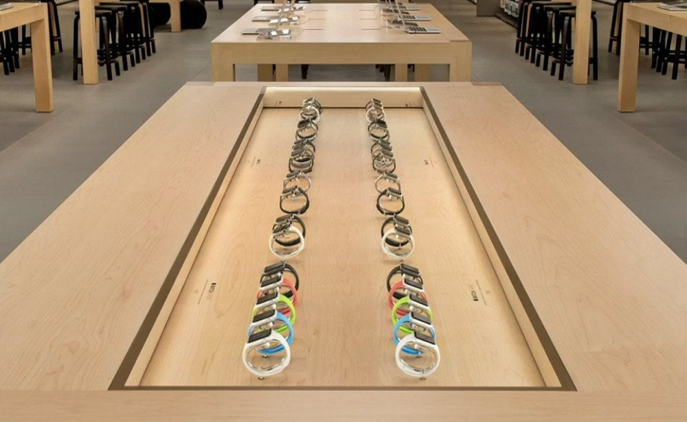 apple-watch-table-display-retail