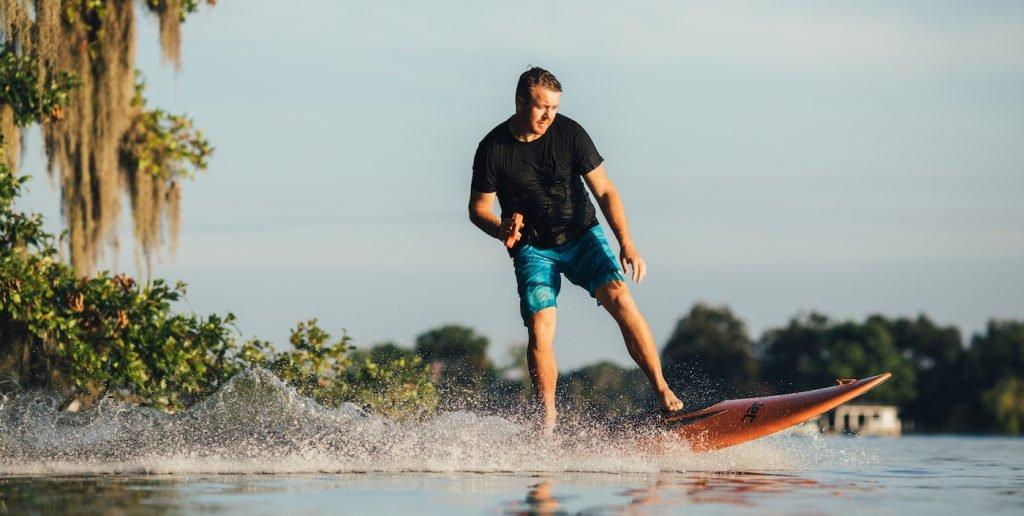 Sortie de la nouvelle planche de surf électrique de YuJet