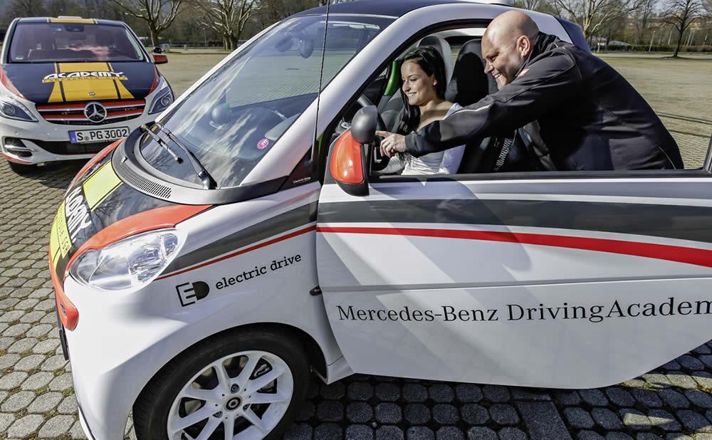 Passer son permis de conduire avec une voiture électrique : avantages et inconvénients