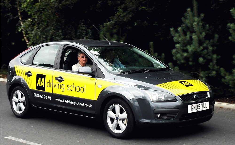 Apprentissage de la conduite sur voiture électrique