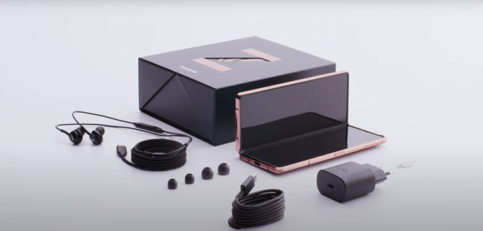 """Le kit Galaxy Z Fold 2 est fourni avec des écouteurs AKG et un chargeur """"charge rapide"""""""