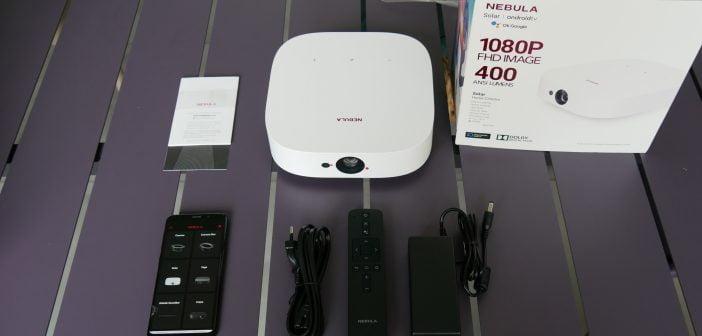 le contenu de la boîte intègre le vidéoprojecteur, une télécommande et une notice