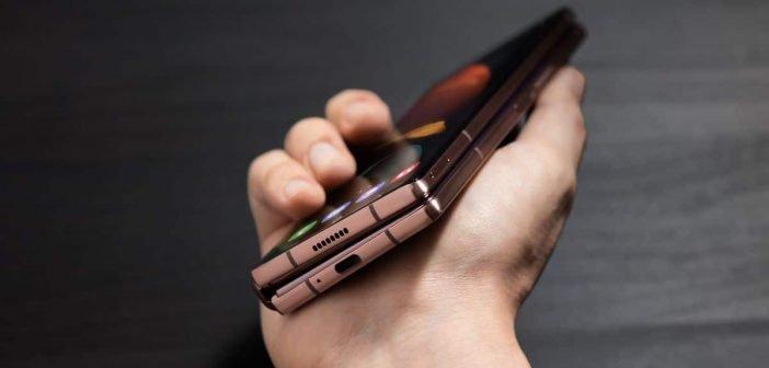 Le poids du Galaxy Z Fold 2 est de 283g et son épaisseur équivaut à deux téléphones portables