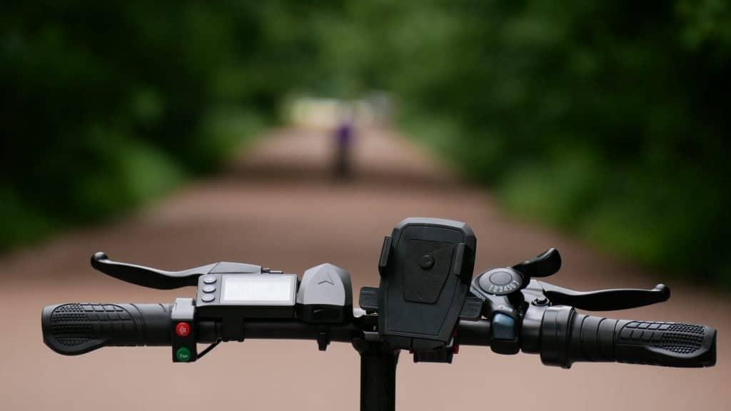 guidon du vélo électrique ado-a20 vue du cycliste