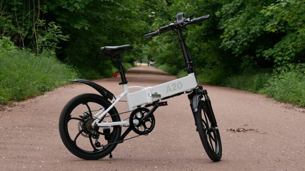 vélo électrique ado-a20 de profil en forêt