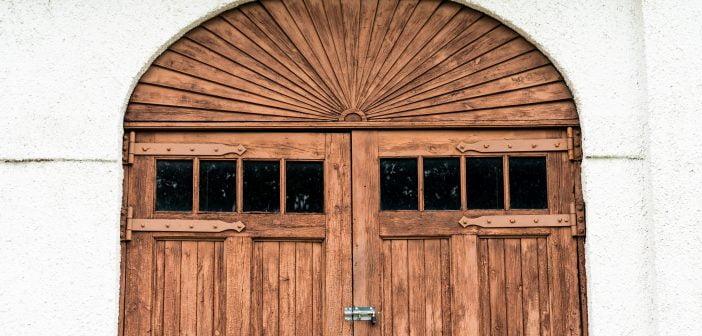 porte de garage battante en bois