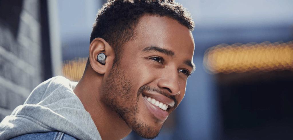 écouteurs true wireless jabra elite 75 t porté par un homme
