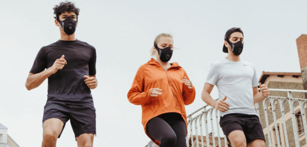trois coureurs avec un masque R-PUR nano sport
