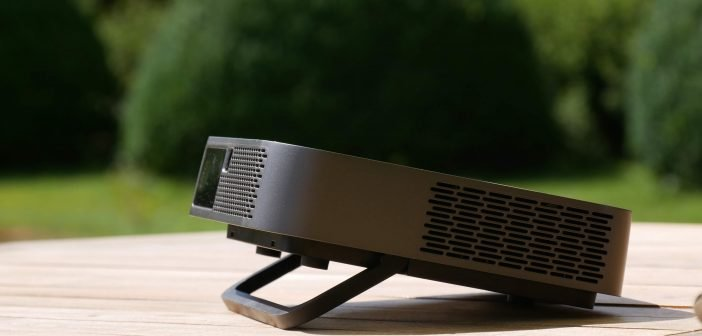 Viewsonic M2e design épuré et pied d'ajustement