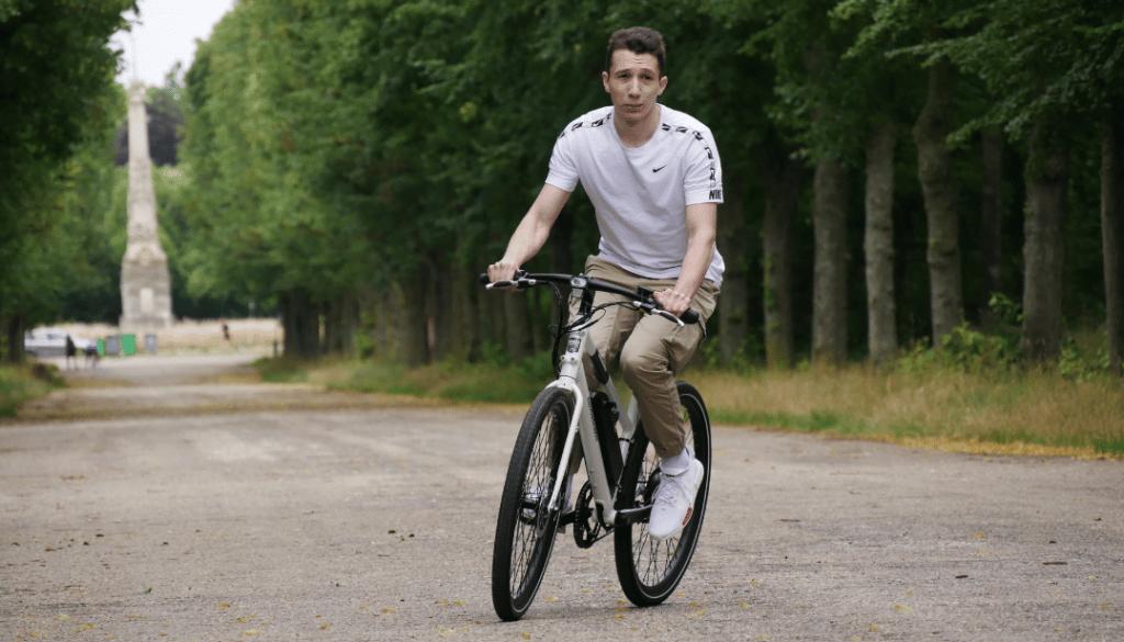 photo du vélo électrique radmission 1 avec son fidèle cavalier