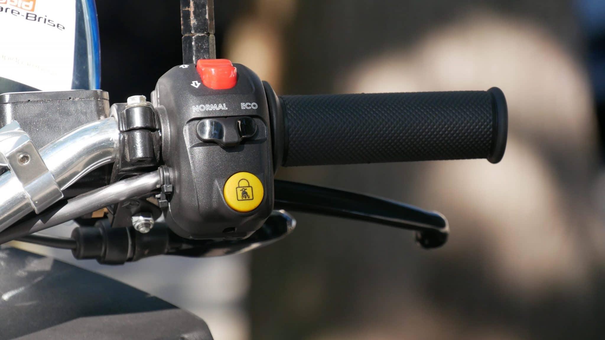accélérateur, marche arrière et anti-tilting du model3