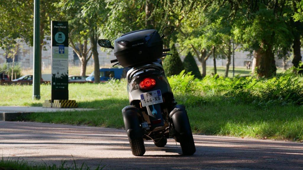 Inclinaison de 33° du scooter électrique Eccity